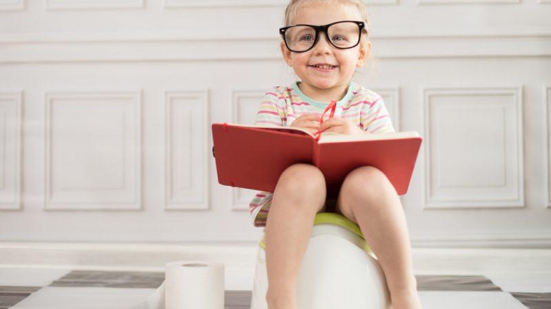 """Cum evaluam """"scutecele"""" bebelusilor: scaune normale, diaree sau constipatie?"""