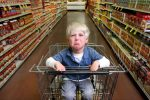 Cum ii spui copilului tau ca nu ai bani sa-i cumperi ceea ce-si doreste?