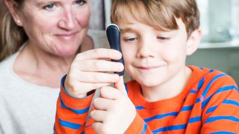 Vesti bune pentru copiii care sufera de diabet: o noua incadrare legislativa le acorda dreptul la un program special de tratament