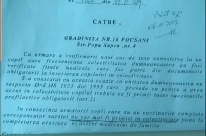 O grădiniță din Vrancea, anunțată de DSP că nu mai poate primi copii nevaccinați. Motivul: un caz de tuse convulsivă