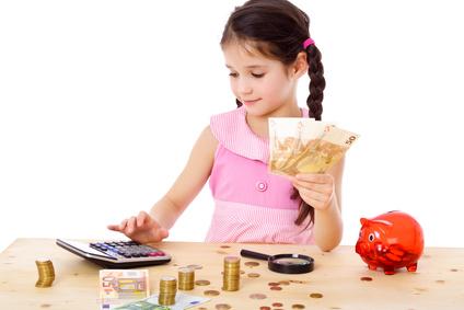 Școala de Bani pentru acasă: Descarca fise de lucru gratuite pentru copii, pe categorii de varste