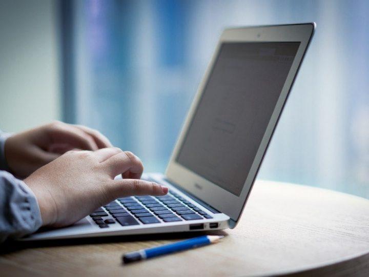 """Aproximativ 40% dintre elevi NU au participat la """"școala online"""", caricatura aceea de predare"""