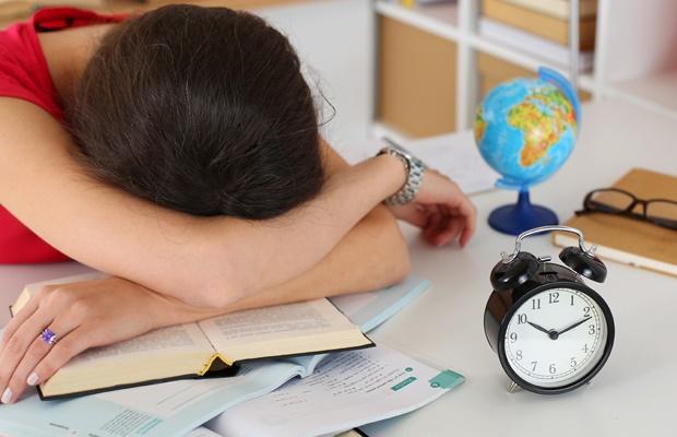 Ai un copil care da examen in perioada urmatoare? Fii langa el, sustine-l si adu-ti aminte aceste 14 recomandari