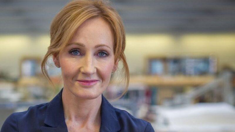 """J.K. Rowling: """"Sunt îngrijorată de explozia uriașă de femei tinere care doresc să își schimbe sexul"""""""