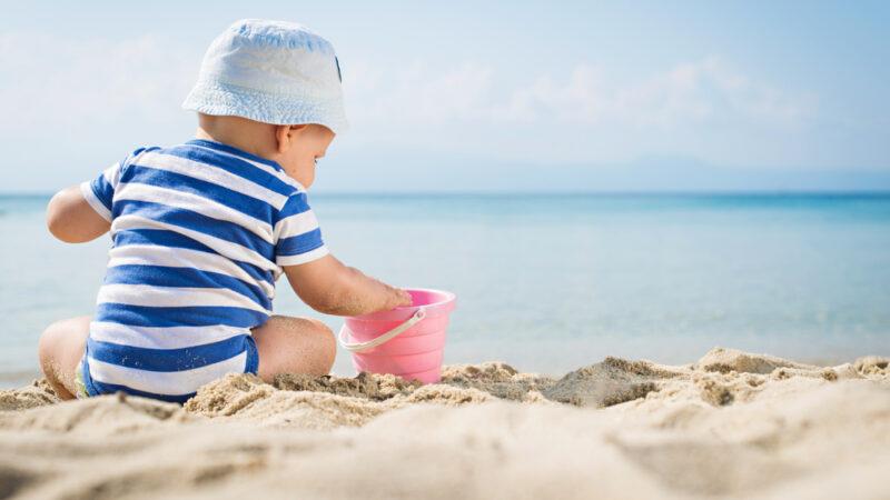 Rafila: Coronavirus nu se ia de pe plaja si nici din apa marii