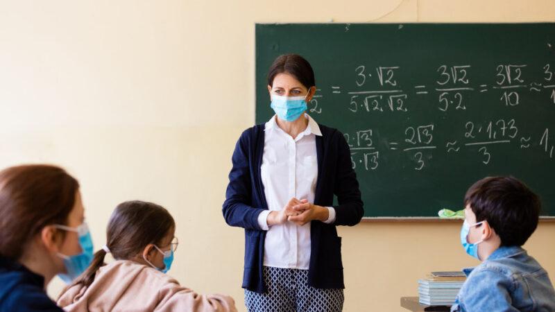 Incepe scoala cu masca obligatorie pentru toti elevii. Care sunt normele de protectie publicate de Ministerul Sanatatii