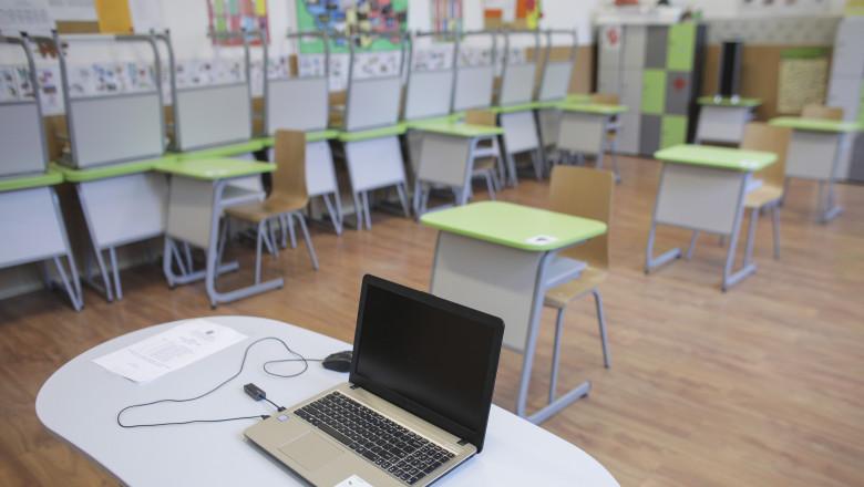Alte 12 uități de învățământ din România au trecut, în ultimele 24 de ore, în scenariul roșu, adică școală exclusiv online