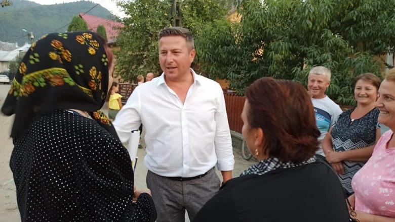 Primarul din Sângeorz-Băi a filmat momentul în care își umilește fiica, pe care a pus-o să se dezbrace și să stea în genunchi și cu mâinile ridicate deasupra capului