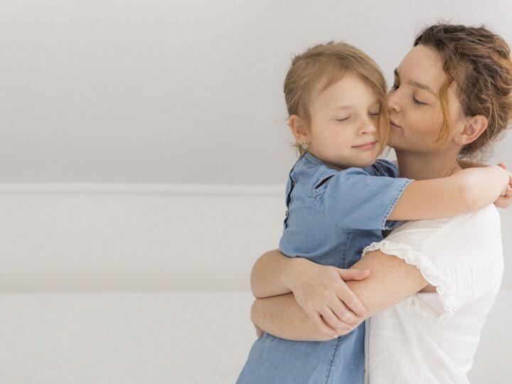 De ce ar trebui sa-ti imbratisezi copilul chiar si atunci cand se comporta urat