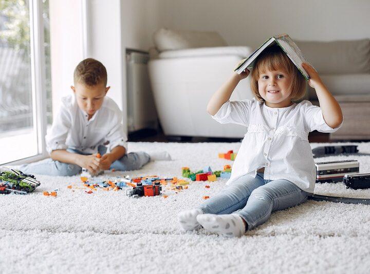 PASIUNILE se nasc din experimente de viata, uneori si din VISARE. Lasa-ti copilul sa viseze, joaca-te impreuna cu el, dar cel mai important este sa-l pui in fata realitatilor vietii, cat mai devreme